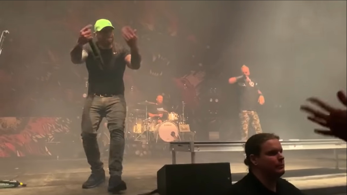 Howard Jones Joins Killswitch Engage On-Stage